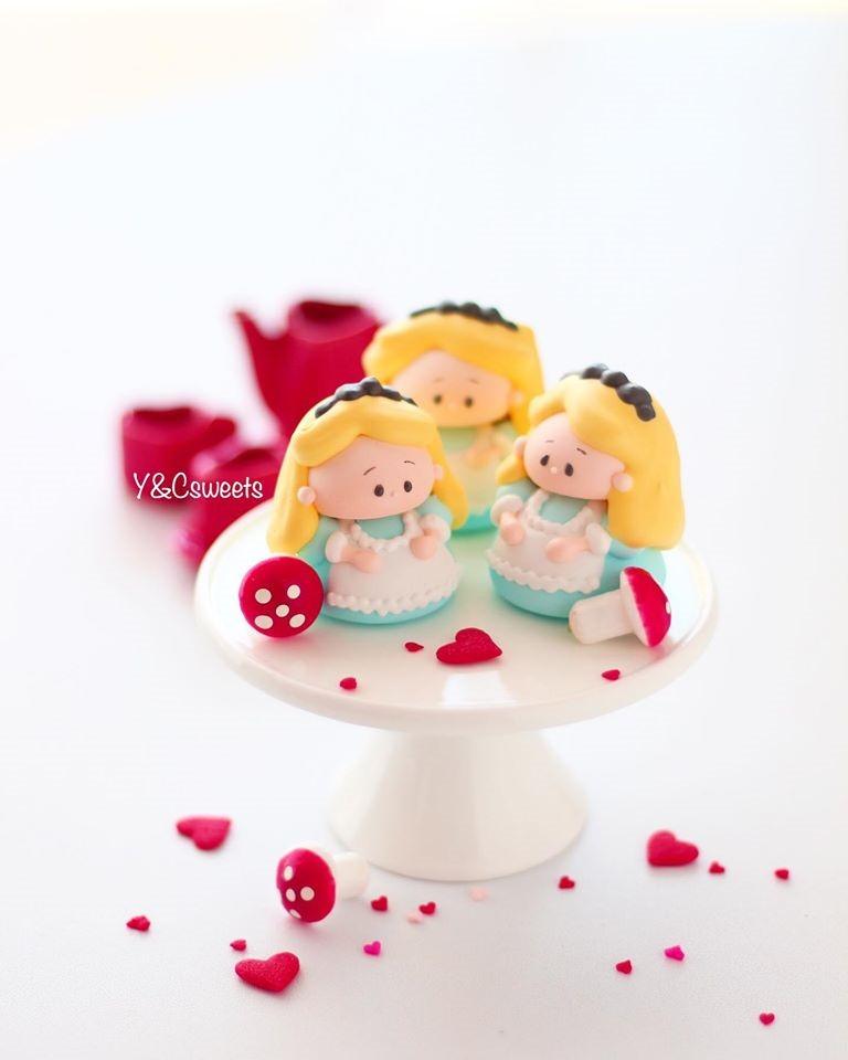 Alice in Wonderland Meringue Cookies
