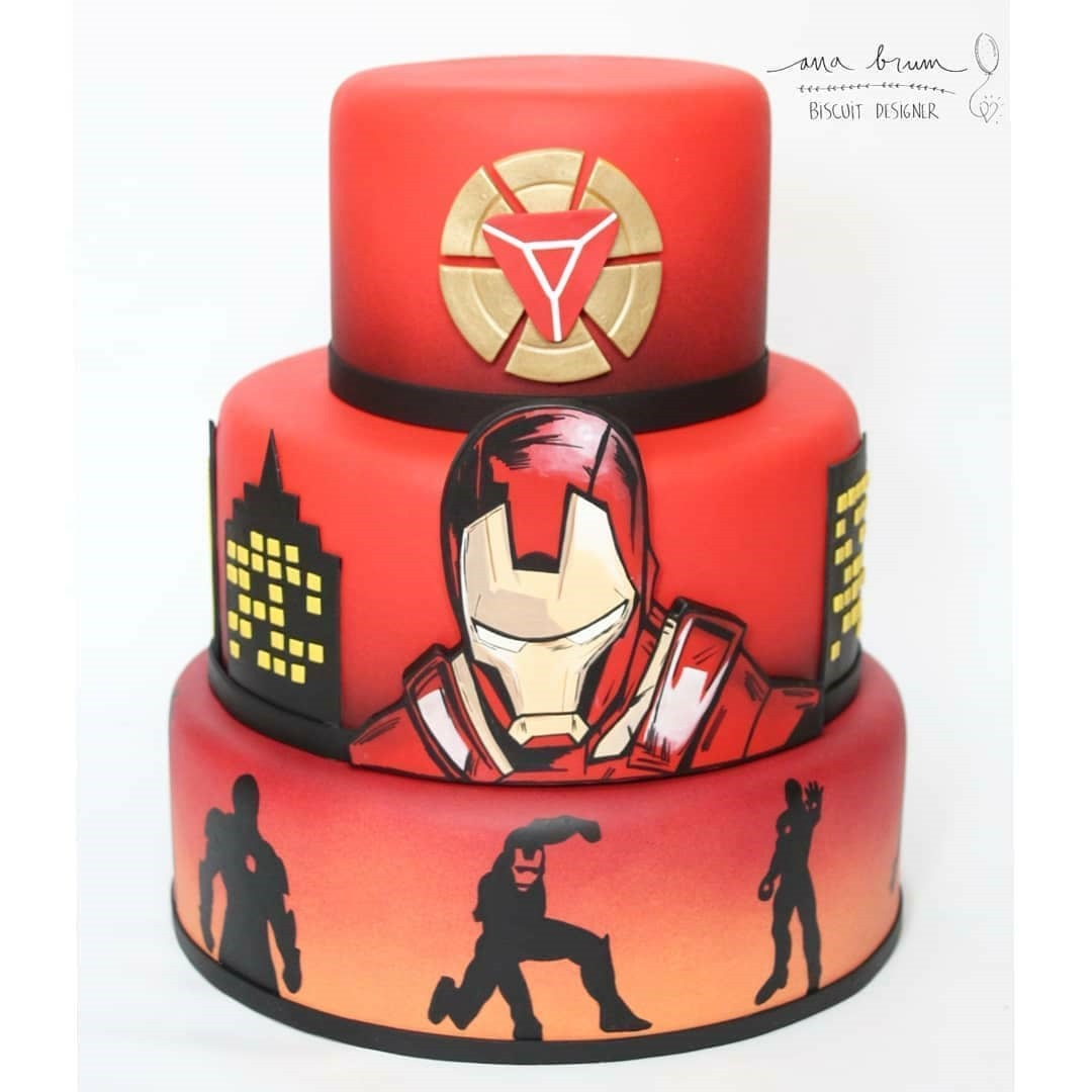 Iron Man Cake made by Ana Brum Biscuit Designer