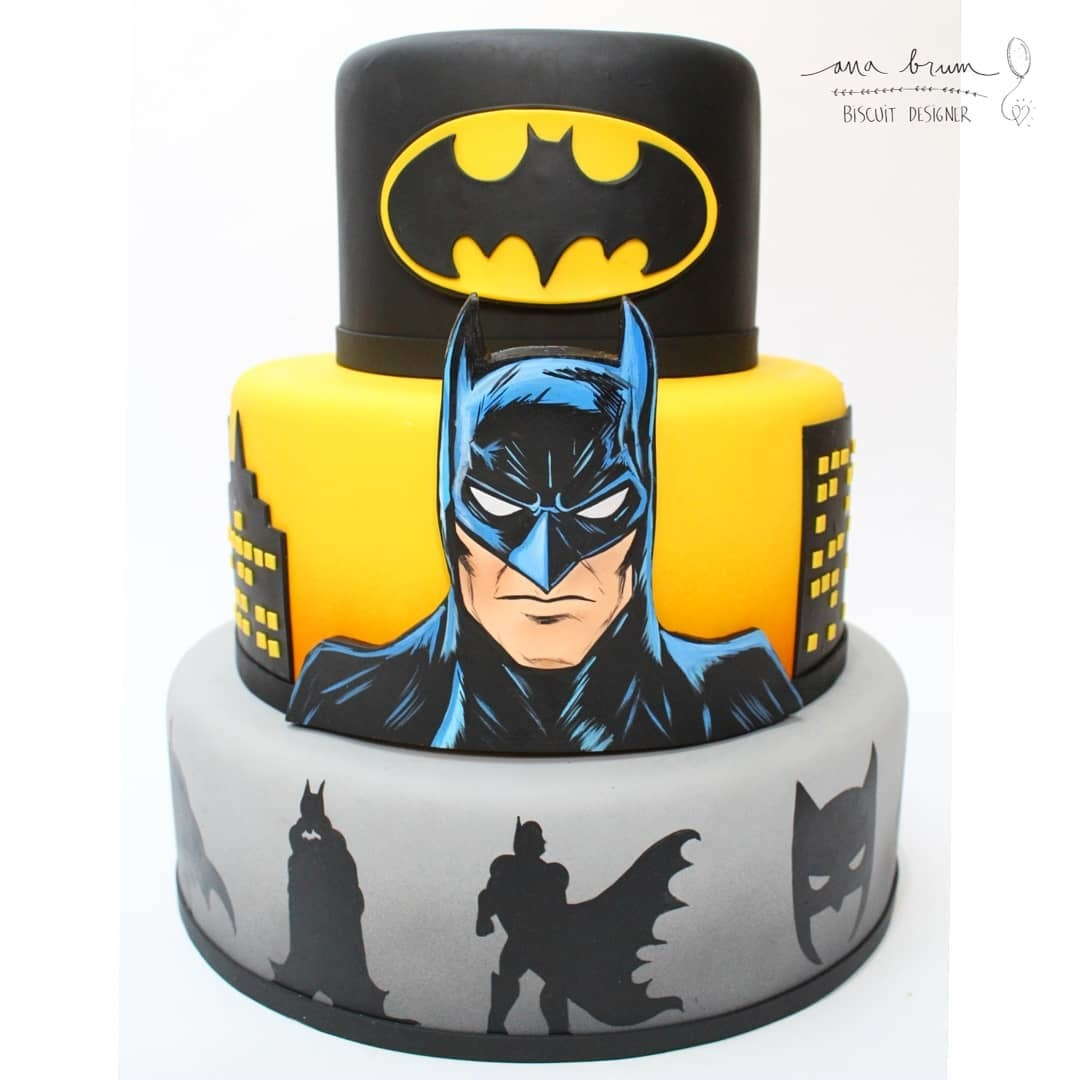 Batman Cake made by Ana Brum Biscuit Designer