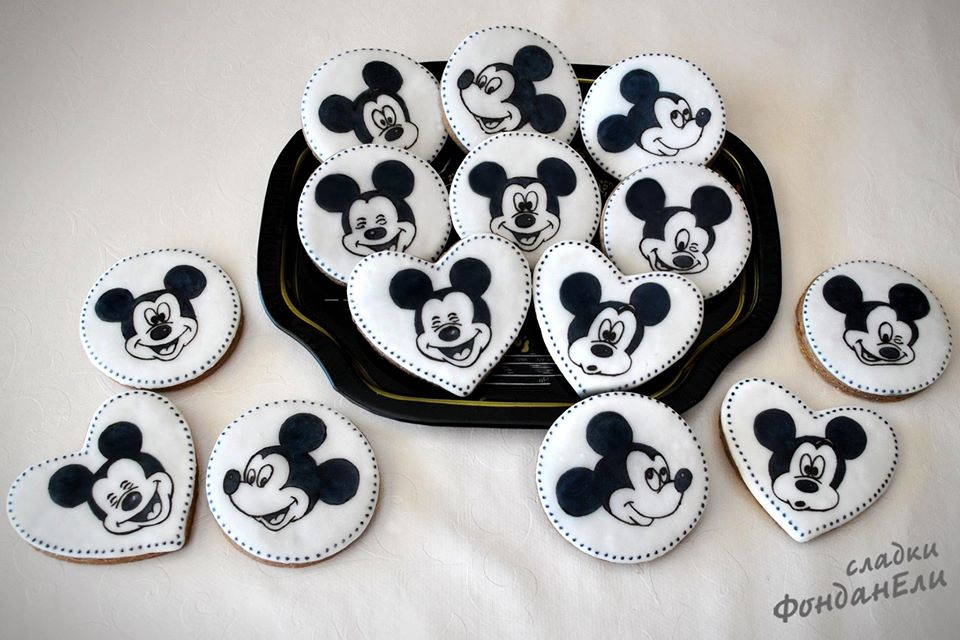 Black and White Mickey Mouse Cookies