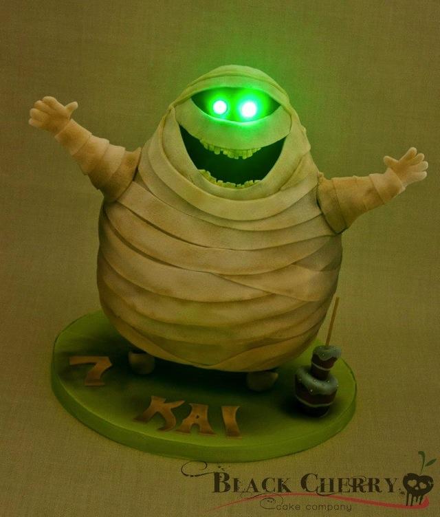 Murray the Mummy Cake