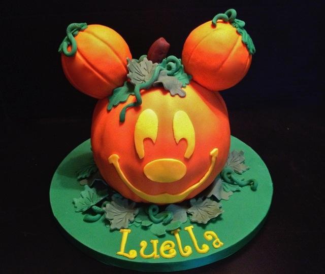 Mickey s Not So Scary Halloween Cake